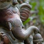 Ganesh, god van wijsheid en het overwinnen van obstakels. Mantra: Jaya Ganesha 3x Pahimam; Shri Ganesha 3x Rakshaman
